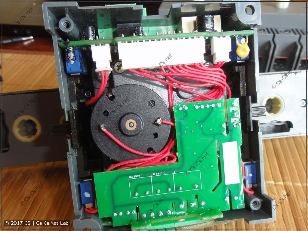 Моторный привод рубильника OTM со снятой крышкой