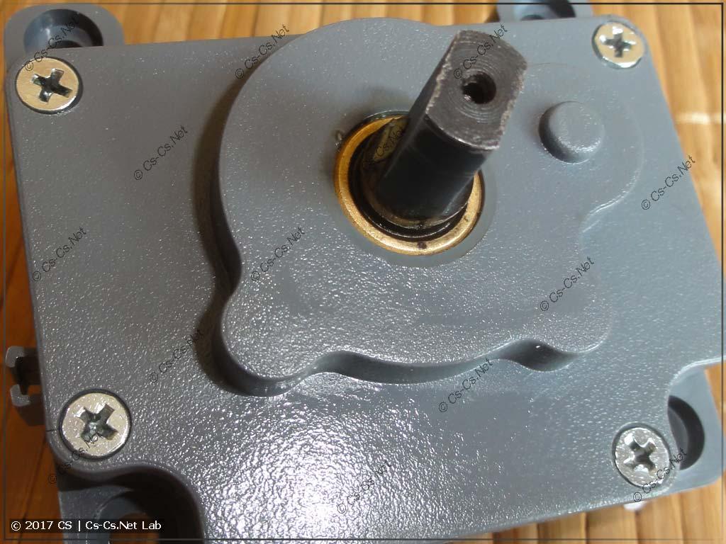 Вал мотороа установлен на бронзовых подшипниках