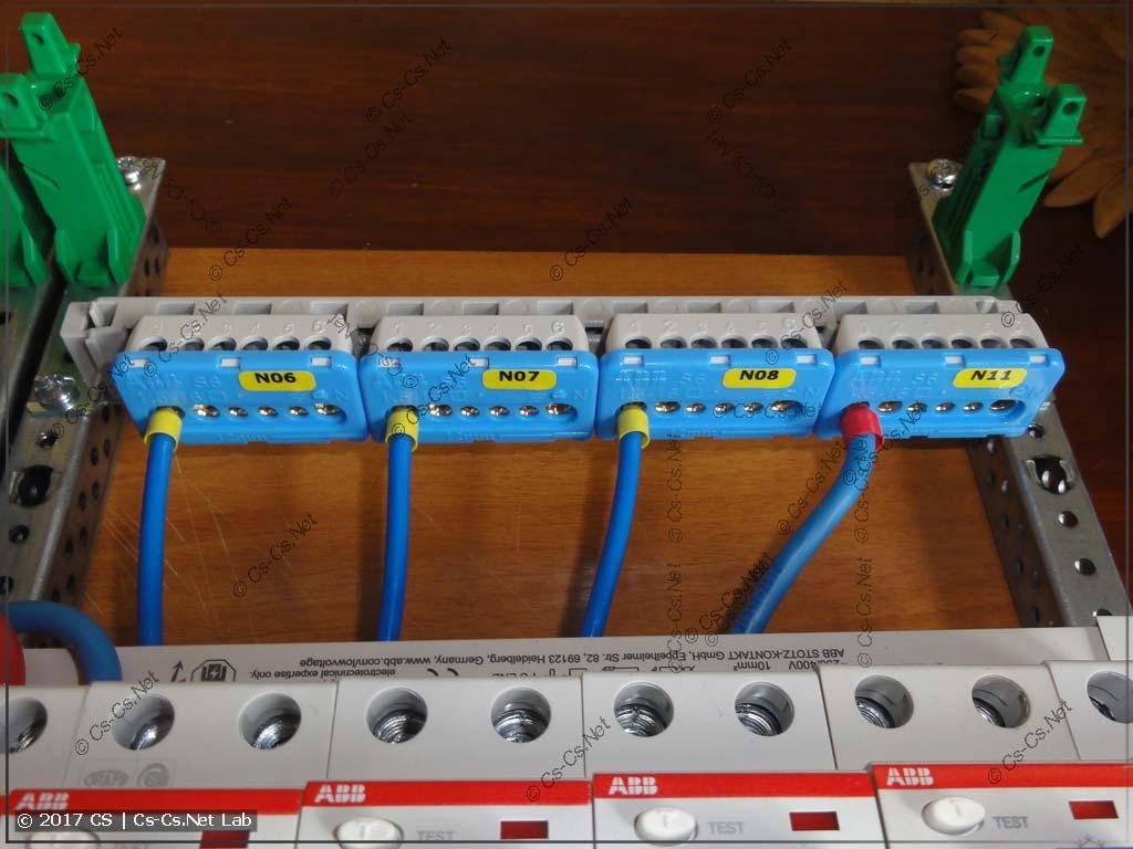 Щит в дом П44т: Нулевые шинки на держателе ZK14 на WR/EDF-профиль
