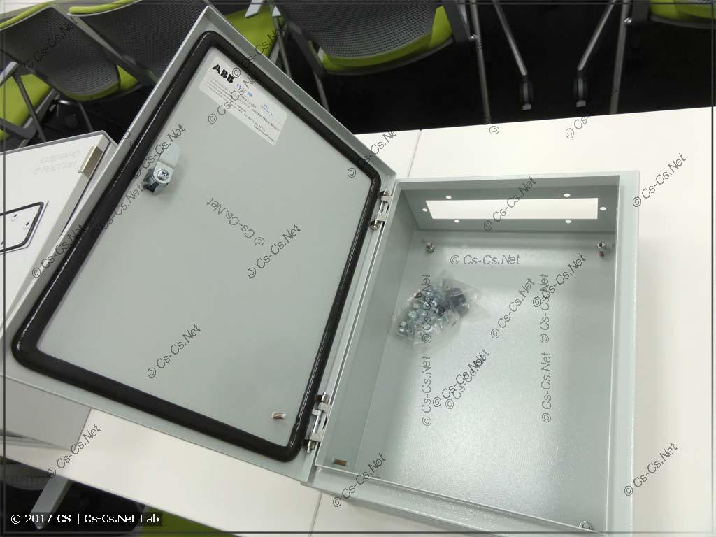 Шкаф ABB серии SR, на котором будем испытывать пресс