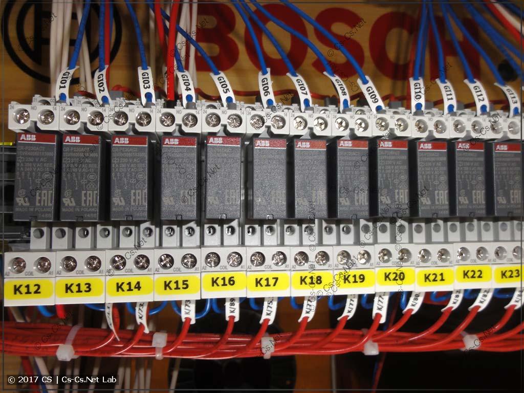 Релюшки для того, чтобы развязать кнопки с подсветкой
