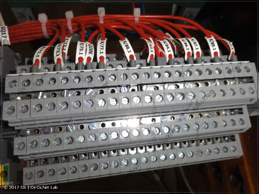 Клеммы для кнопок света (используем перемычки для клемм)