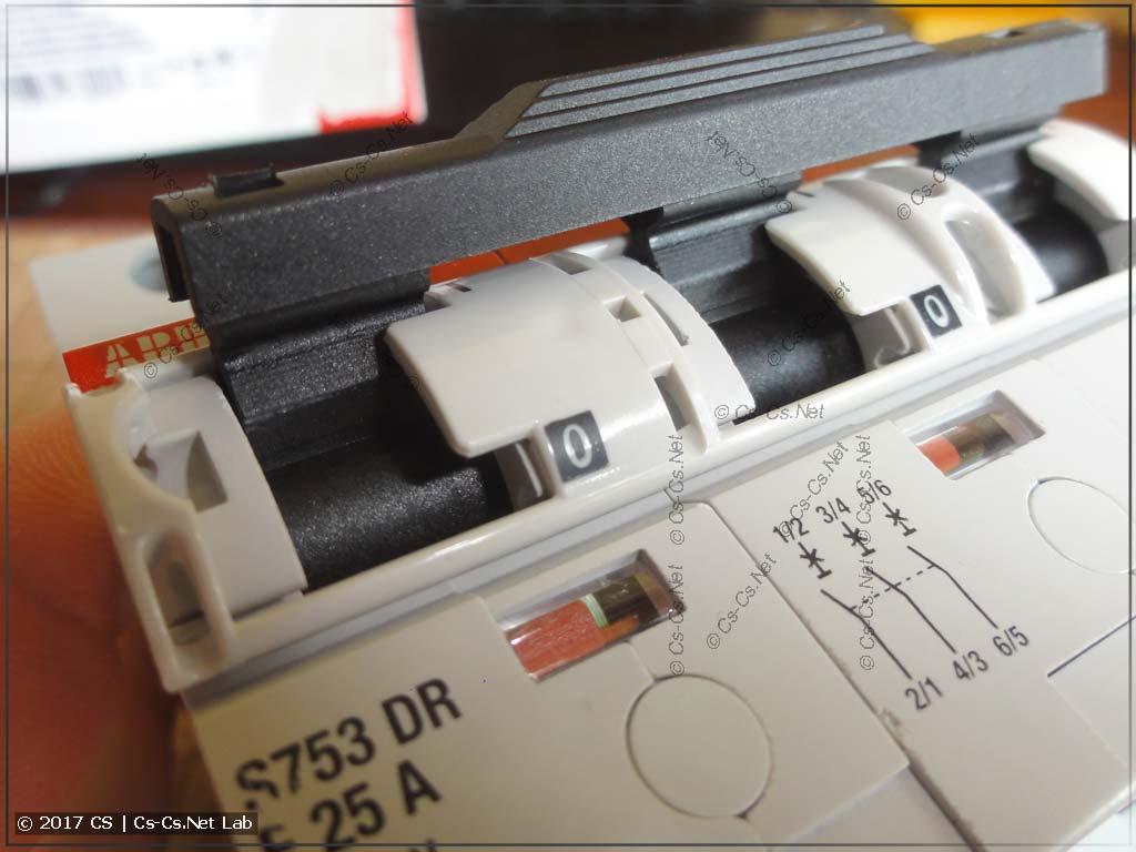 Селективный автомат ABB S750 DR (пластина для блокировки ручки)