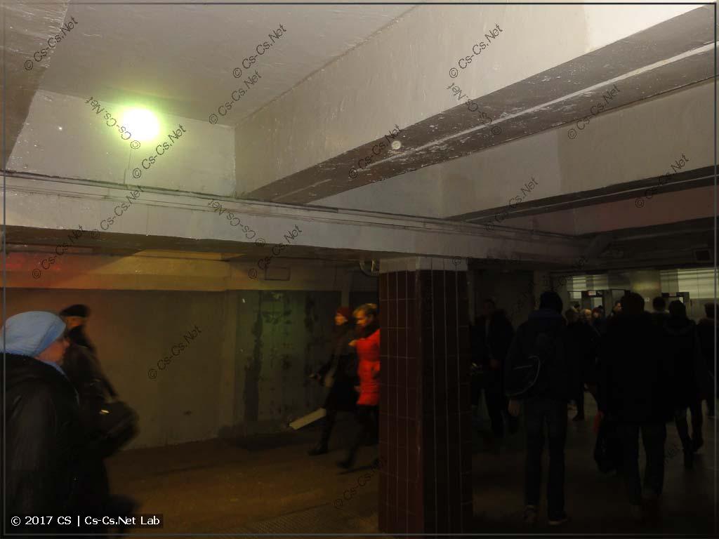 Прожектора Involigt LED Par 36 в переходе метро Текстильщики