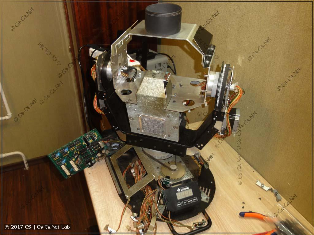 Разобранная голова: вынули всю механику из слотов и чистим её