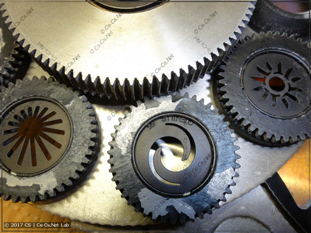 Механизм вращения гобо: через дополнительную шестерёнку
