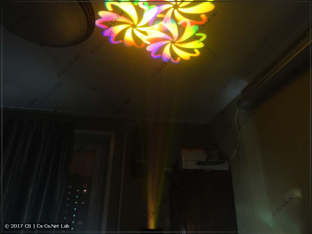 Тестируем голову: светим на потолок через несколько гобо и призму