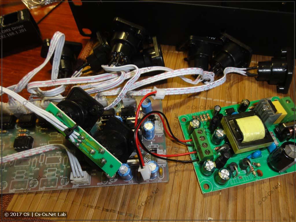 Вынули все потроха DMX-разветвителя и отложили их в сторону