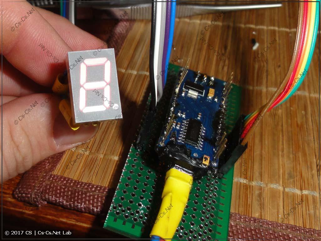 Выносим LED-индикатор на проводах, чтобы вставить его в корпус