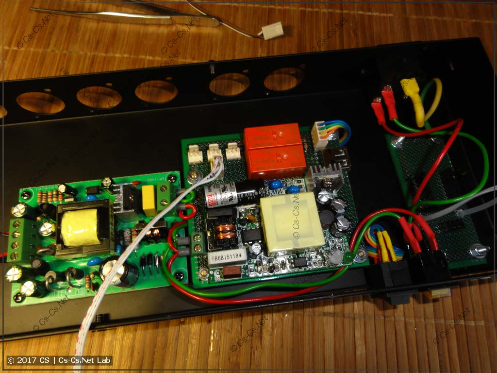 Ставим в корпус DMX-сплиттера новую платку коммутации