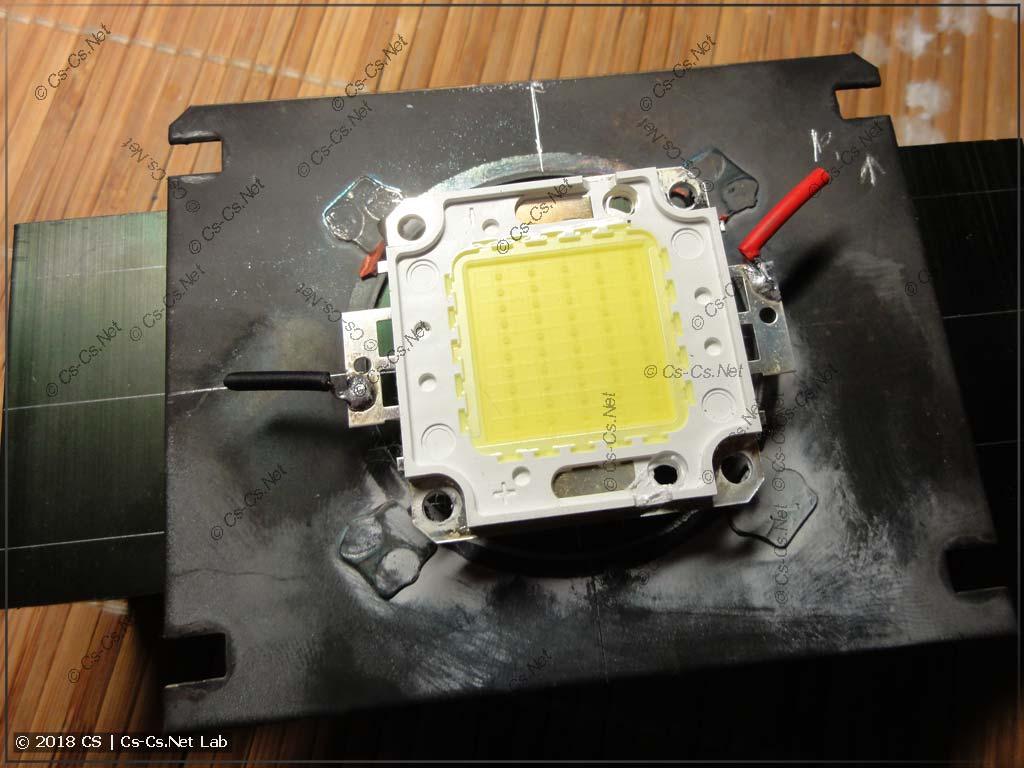 Примериваем светодиод в процессе разметки