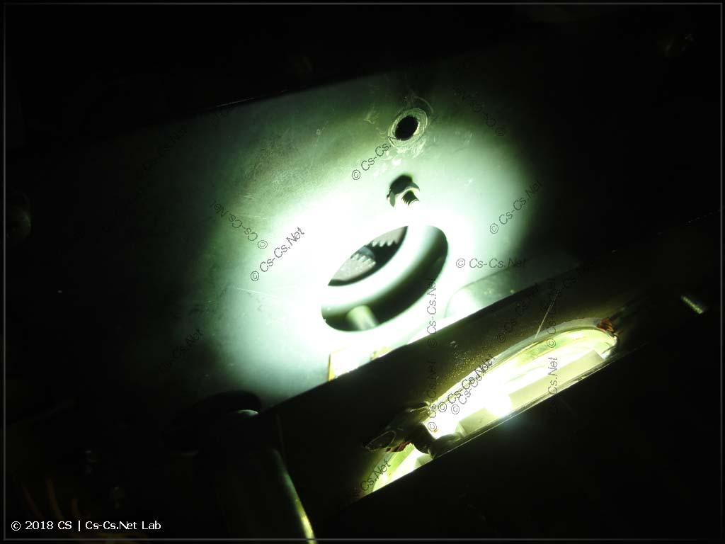 Линзы не подходят для COB-светодиода, и пятно светового потока слишком большое