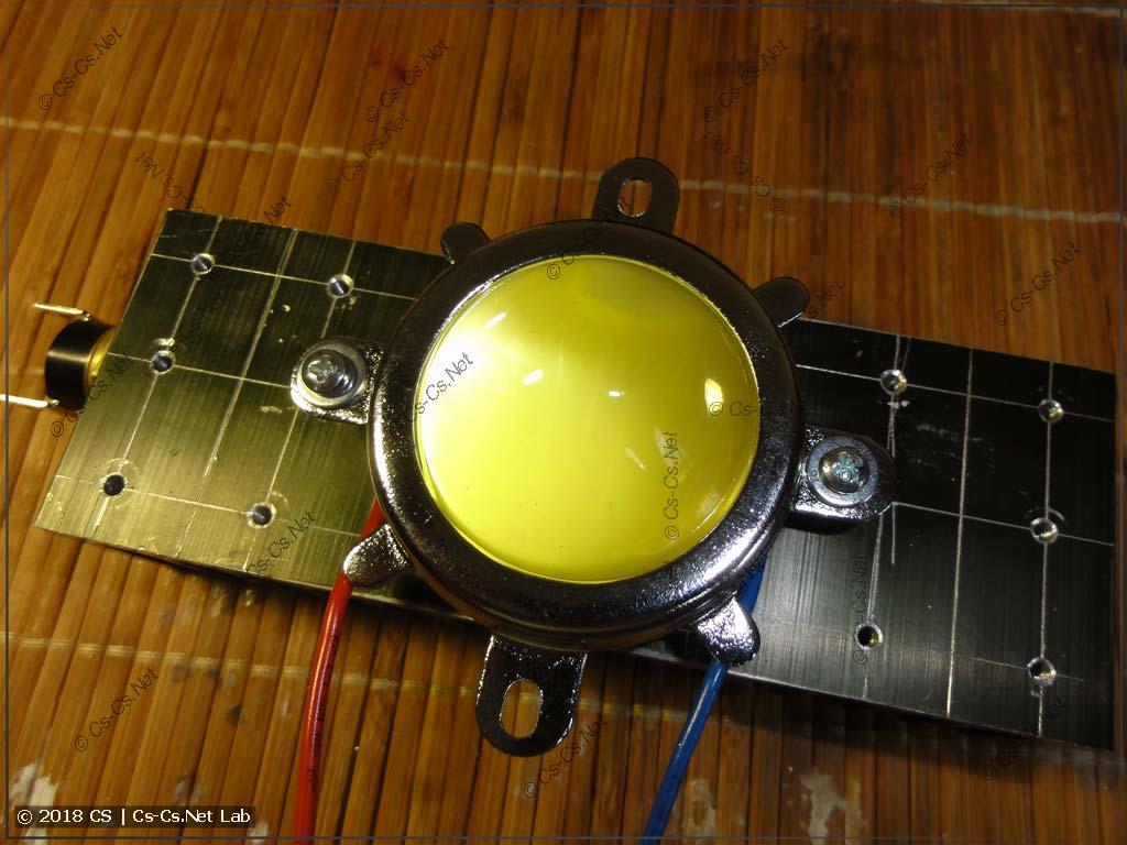 Линза на 60 градусов установлена на светоиод