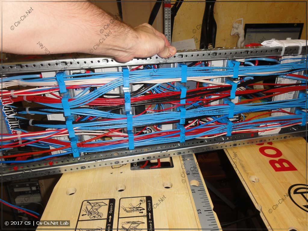 Провода сзади щита (на держателях ED44P10 и WR-Раме)
