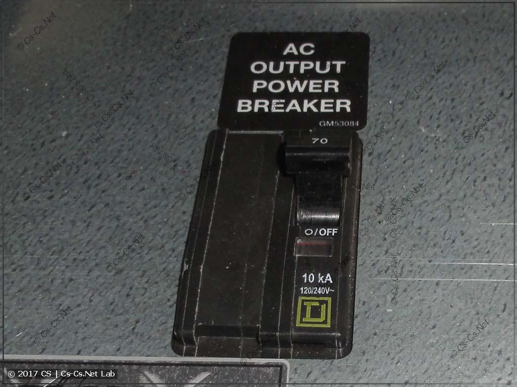 Защитный автомат генератора SDMO (на самом генераторе)