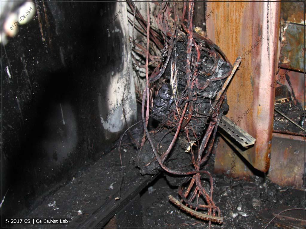 Пожар, который возник из-за хренового АВРа с общим нулём (фото не моё)