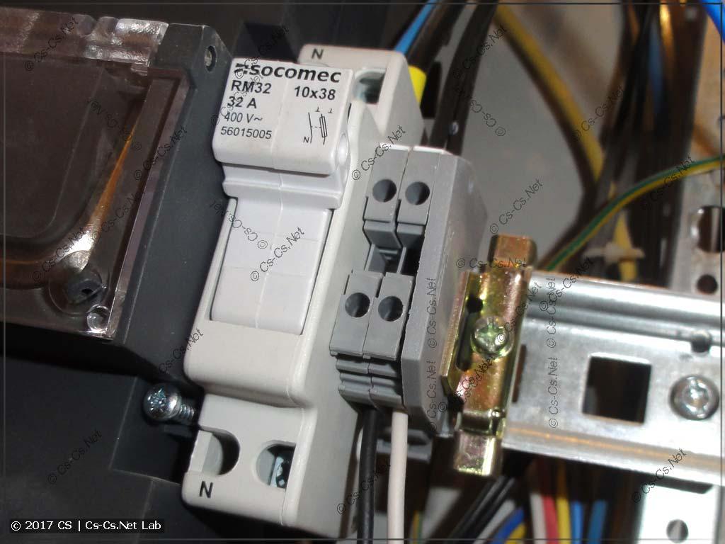Предохранитель для защиты цепи заряда АКБ генератора и клеммы для сигнала Sense
