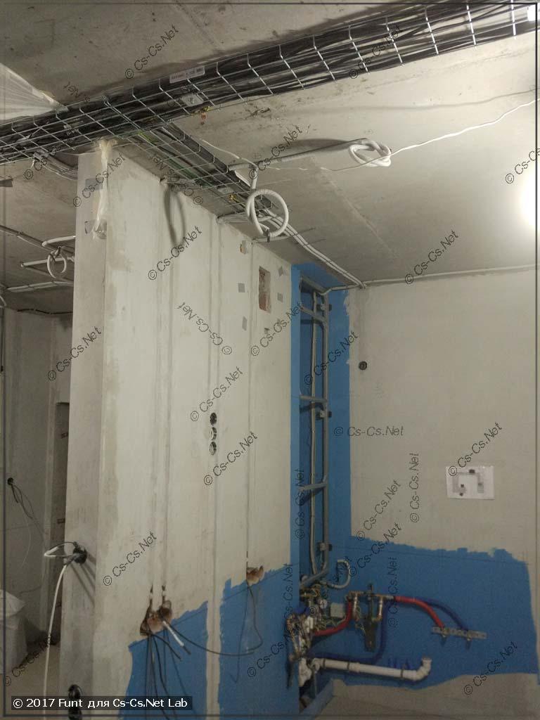 Монтаж проводки на лотках DKC по потолку