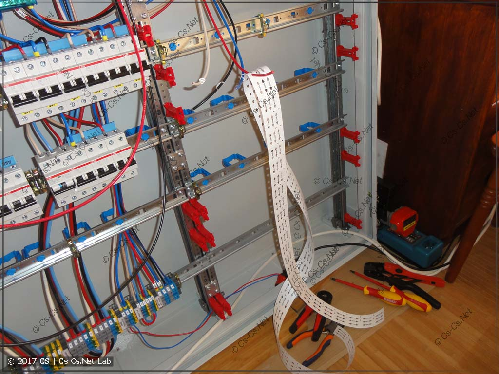 Процесс сборки линий от автоматов на клеммы