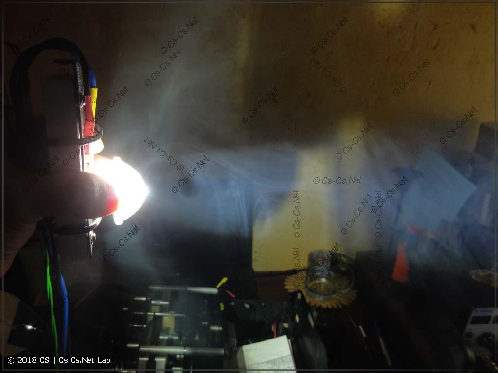 Оптический тест линзы из конденсора ROBE (луч)