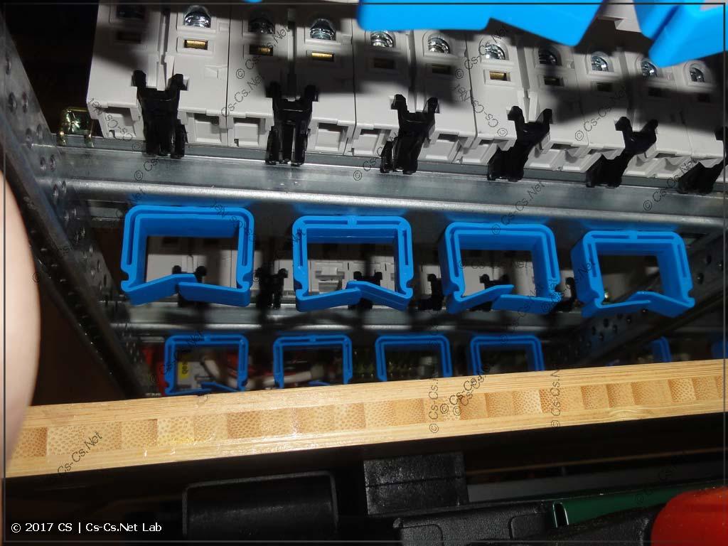 Плохо сделано: держатели ED44P10 выходят за границы EDF-профиля