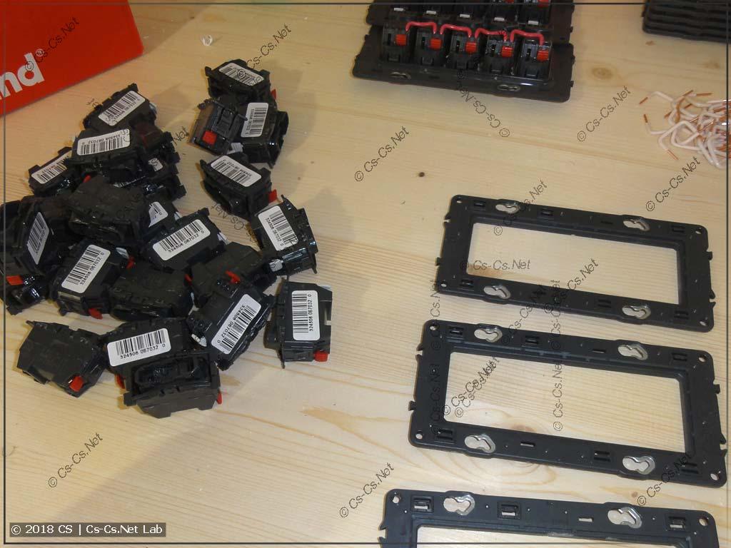 Пример сборки блока на 5 кнопок в серии Celiane