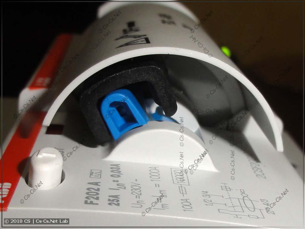 Рычаг УЗО и привод устройства повторного включения F2C-ARH