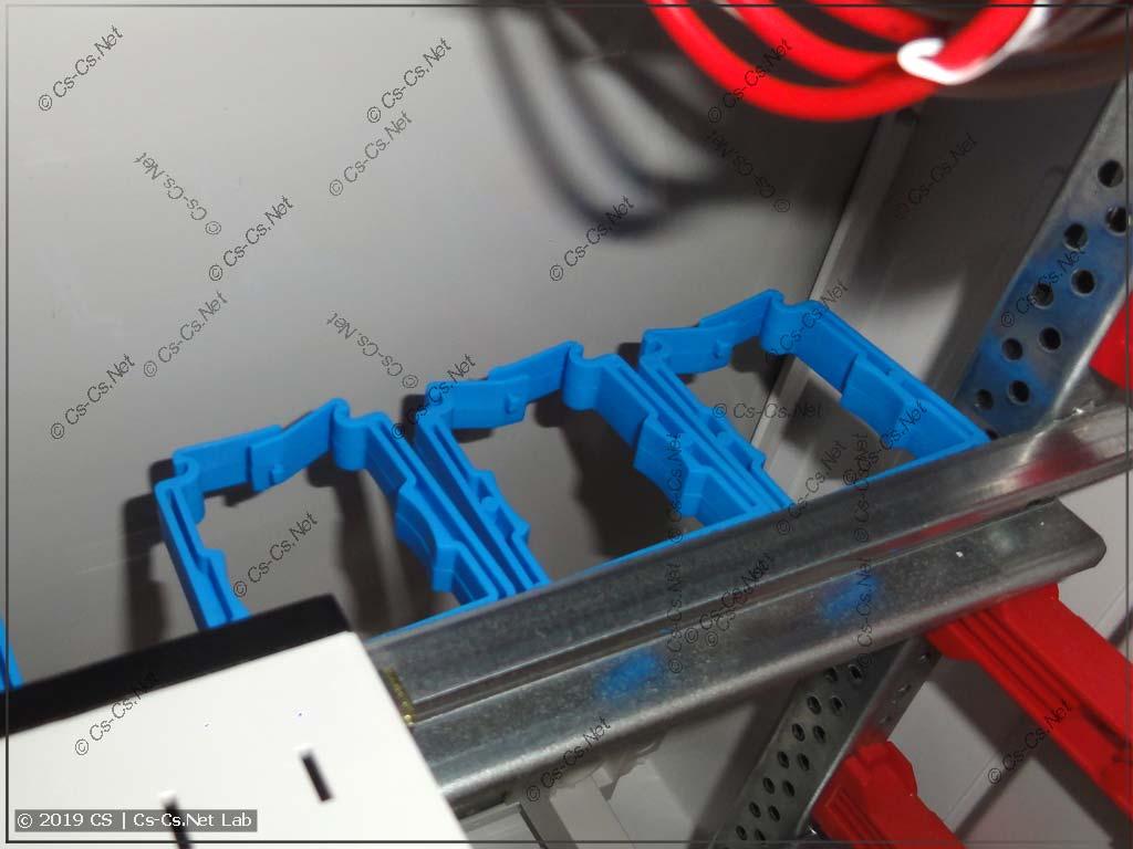 Держатели проводов ABB ED45 внутри шкафа типа ABB B