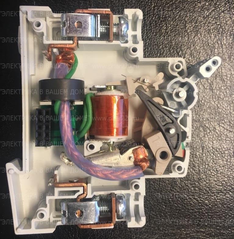 Устройство защиты от дуги УЗИс внутри - силовая часть (фото производителя)