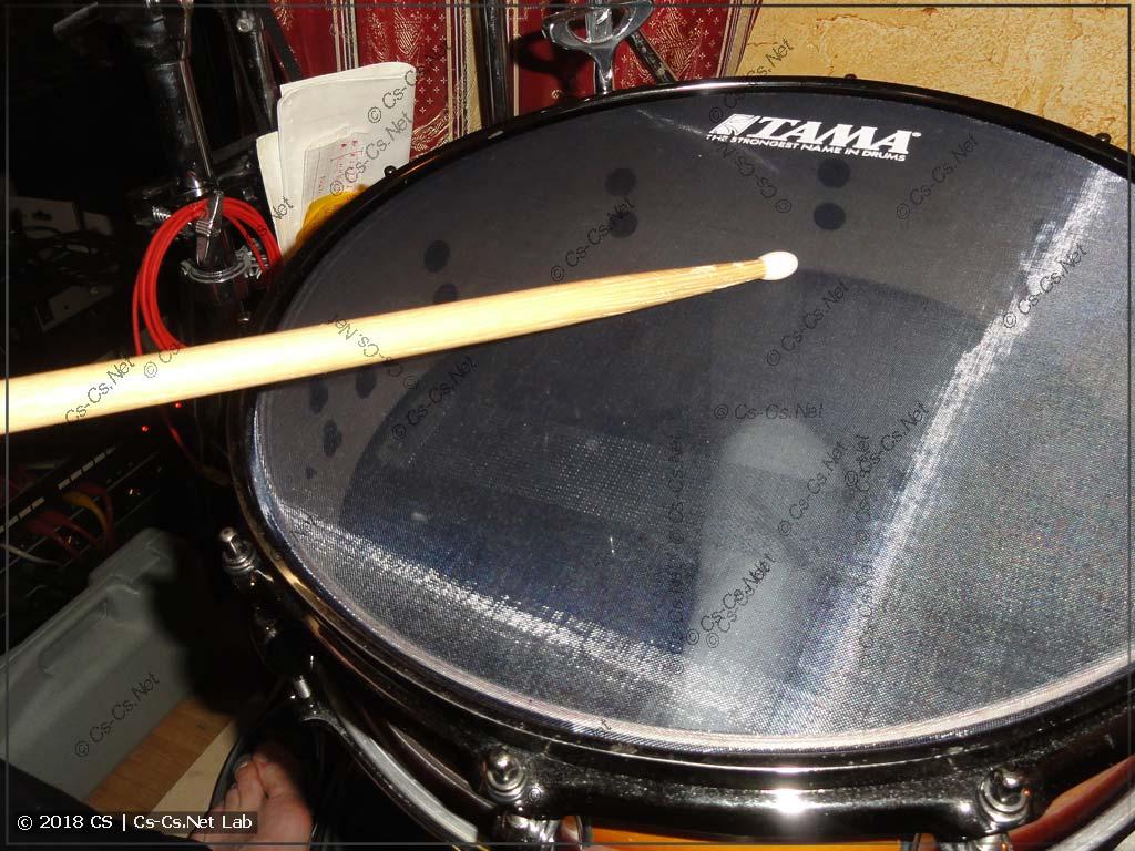 Способ игры на барабане: обычный удар