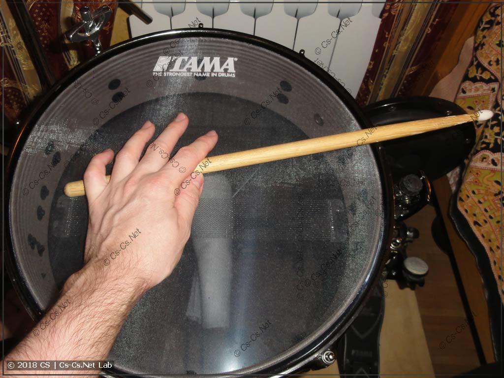 Способ игры на барабане: сайд-стик