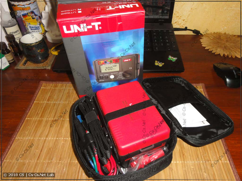 Прибор Uni-T UT-526 (комплект поставки)