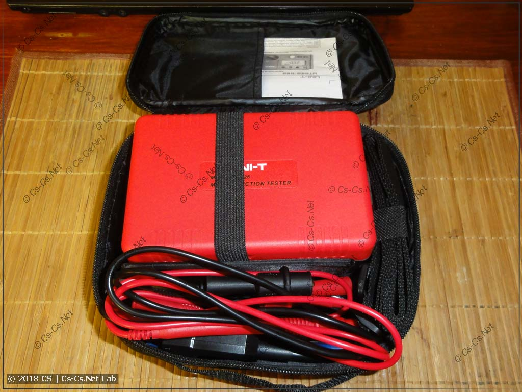 Прибор Uni-T UT-526 (сумка открыта)