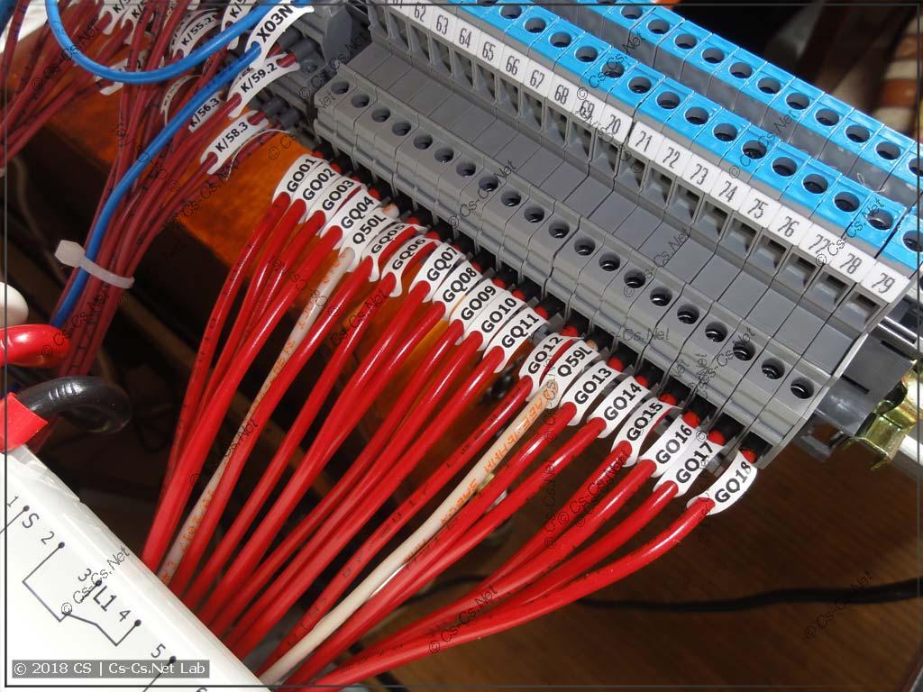 Провода очень красиво легли к клеммам