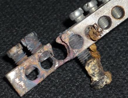 Дешёвая латунная шинка N/PE, сгоревшая из-за плохого контакта