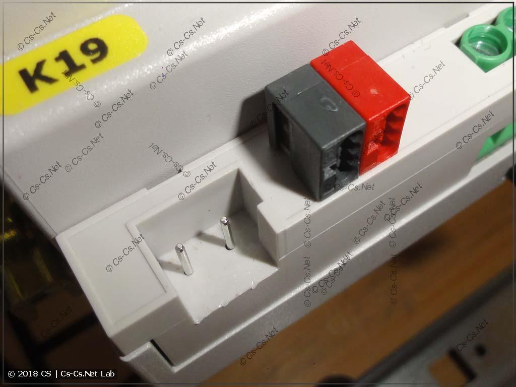 Специальный разъём-клеммник для кабелей KNX