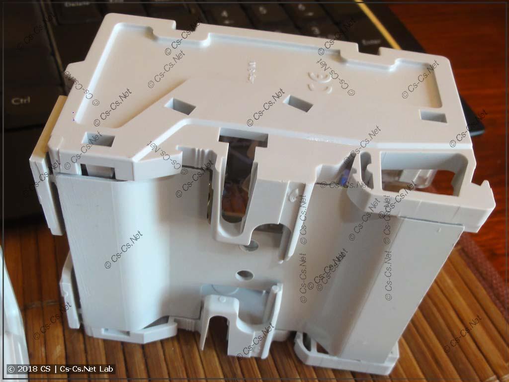 Задняя часть крепления кросс-модуля LeGrand