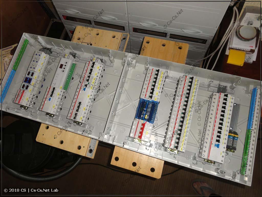 Модулька расставлена в корпус - можно собирать щит