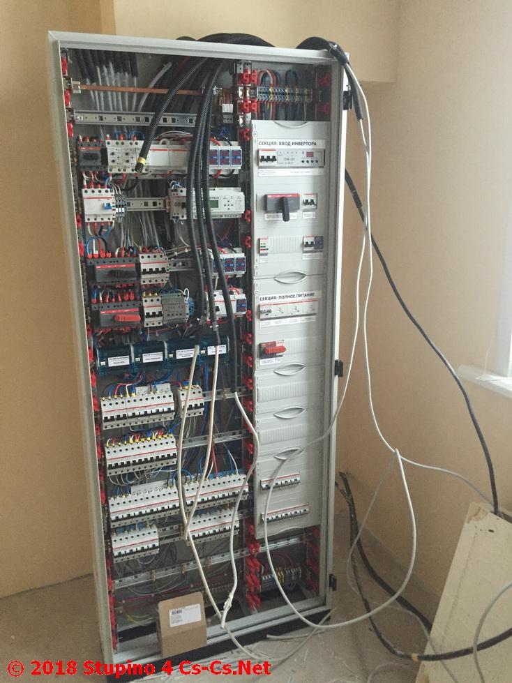 Шкаф для коттеджа в Ступино в процессе монтажа заказчиком