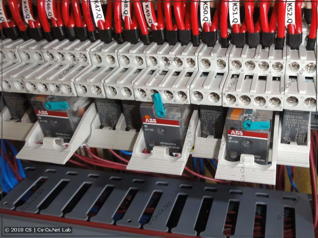 Реле ABB CR-M с возможностью ручного управления (включить)