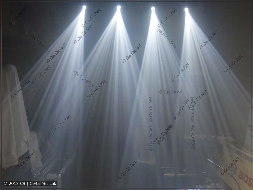 Лучи света от светодиодных голов типа Spot с призмой (90W LED)