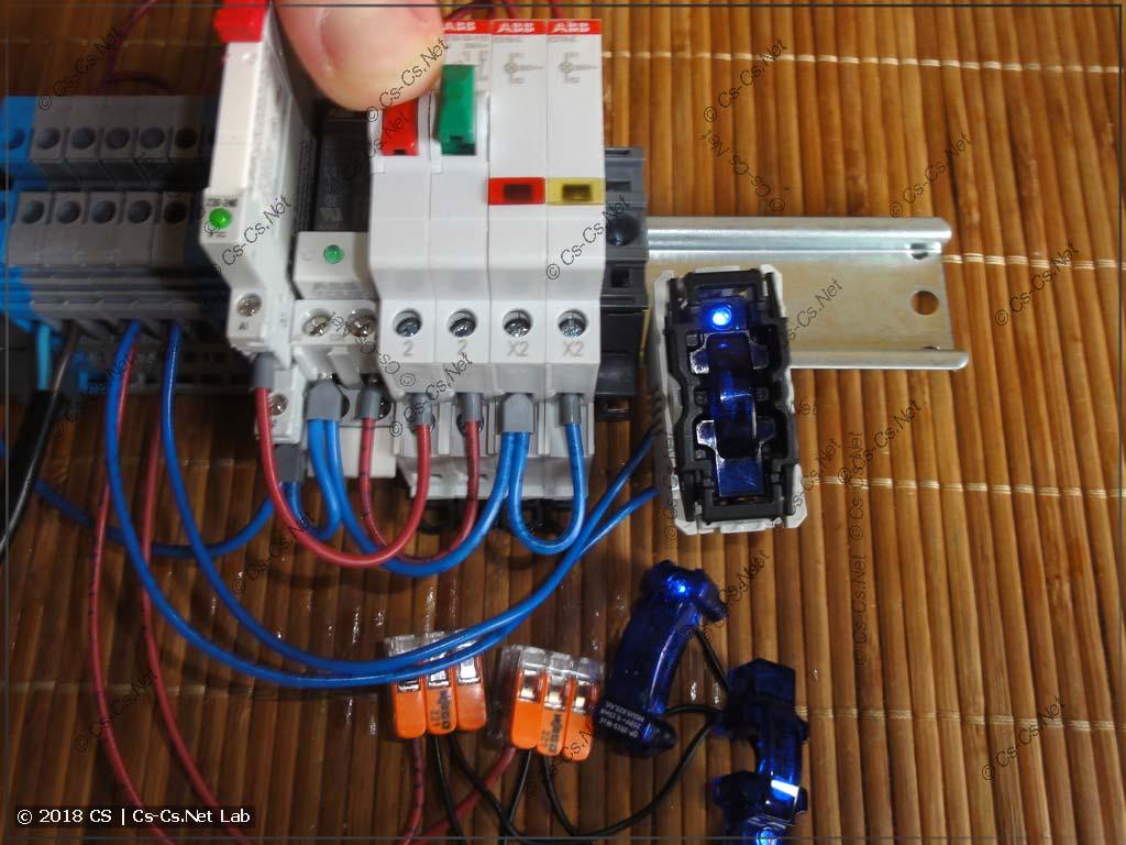 Тестируем три лампы с подсветкой и реле CR-S: всё работает