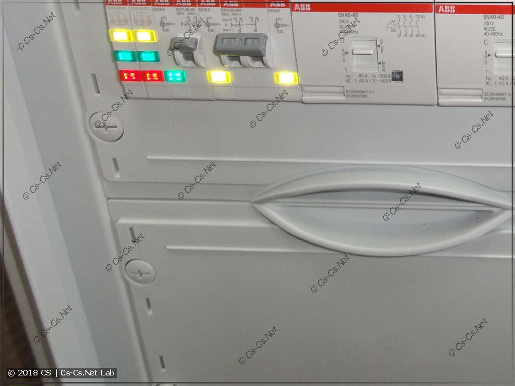 Пластроны шкафа TwinLine с защитой от прикосновения по бокам
