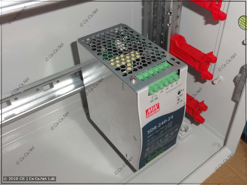 Блок питания Mean Well SDR240 требует более глубокого положения рейки