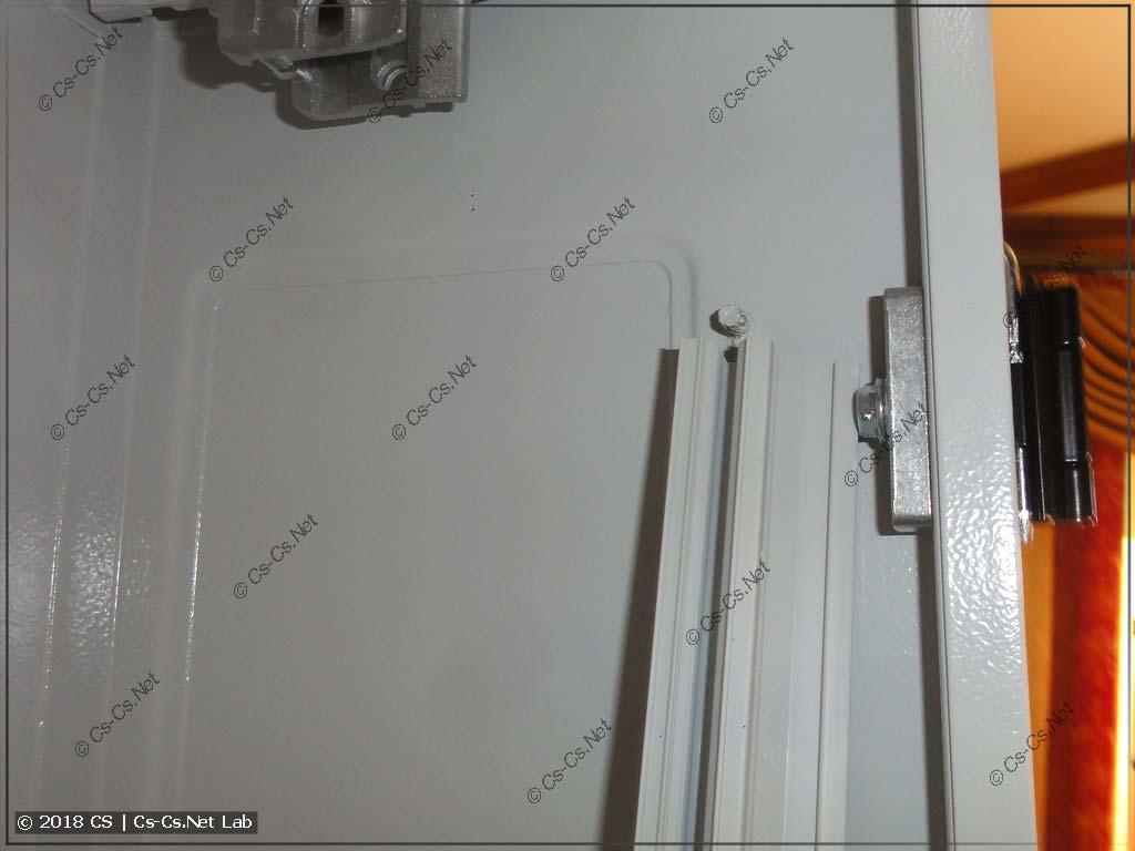 Профиль защиты от прикосновения и его крепление на штифты