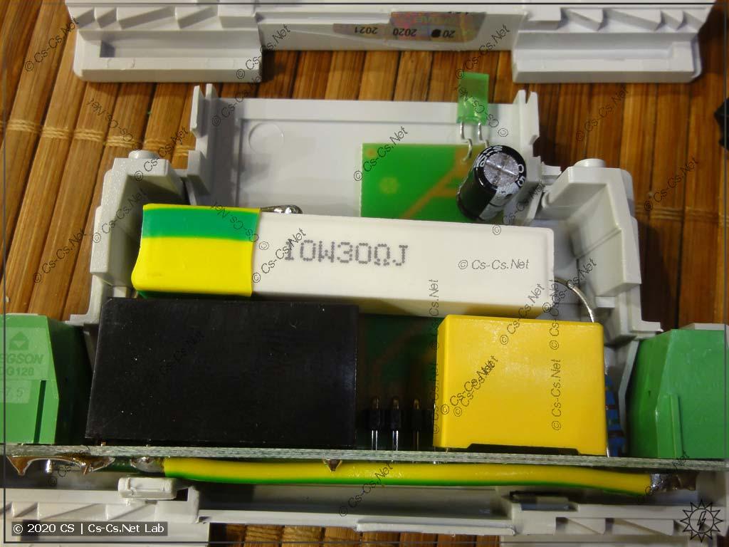 Внутренности реле компенсации пусковых F&F МК-5-1