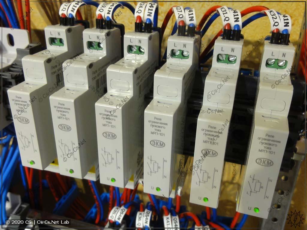 Пример установки реле МРП-101 внутри щита с охлаждающими проставками из фиксаторов BAM4