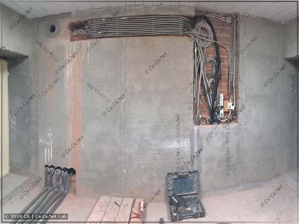 Стена котельной (у заказчика), на которую будет устанавливаться щит