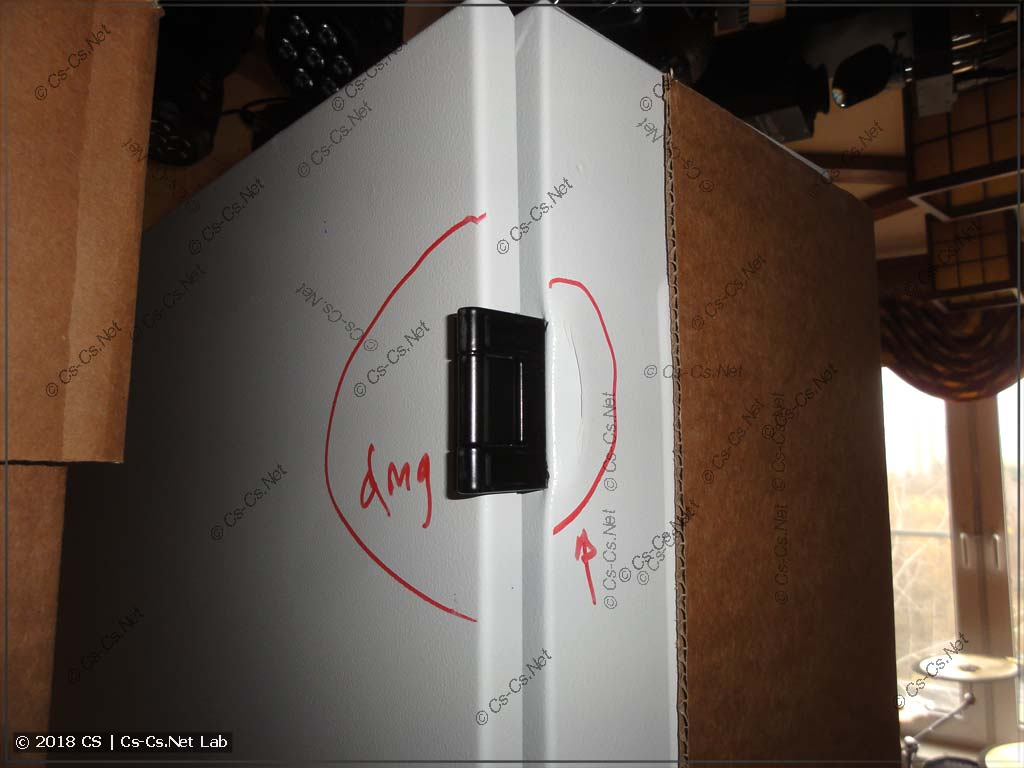 Шкаф TwinLine был сильно ударен при погрузке доставкой ЭТМ