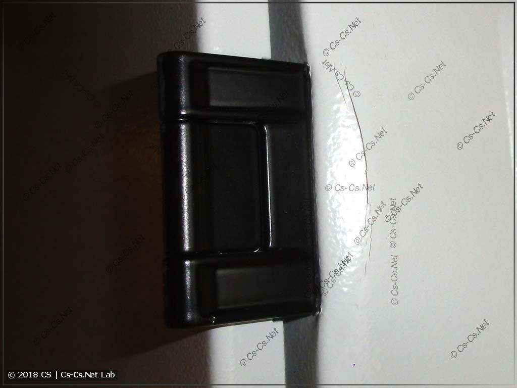 Шкаф TwinLine был сильно ударен при погрузке доставкой ЭТМ (выломана петля)